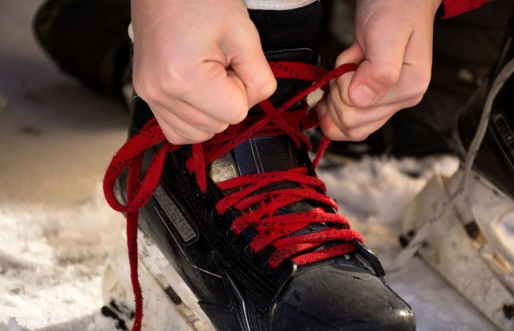 tying hockey skate laces