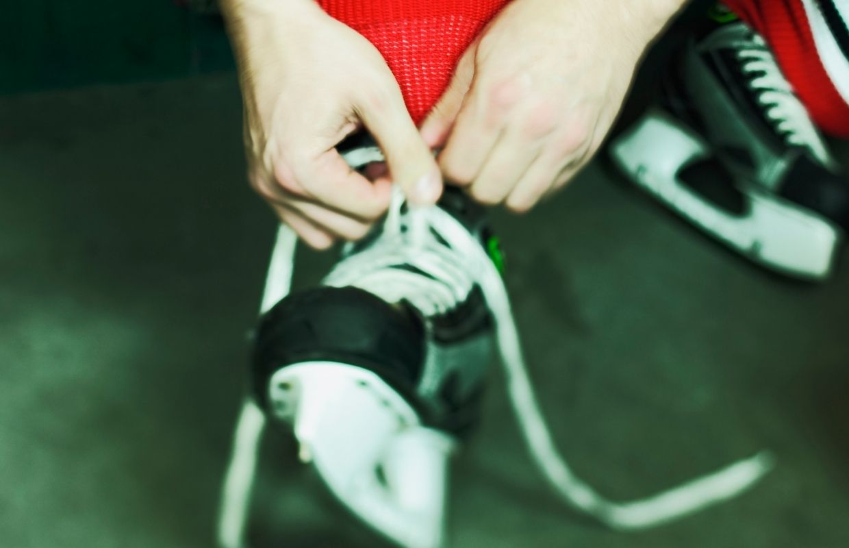 tying hockey skate laces 2
